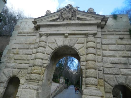 Frente de la Puerta de las Granadas