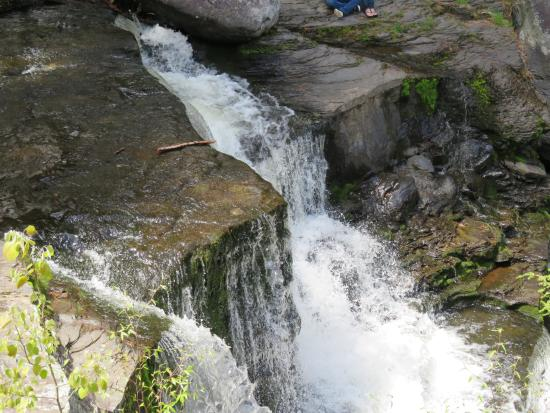 Dingmans Ferry, Πενσυλβάνια: Looking down at the falls