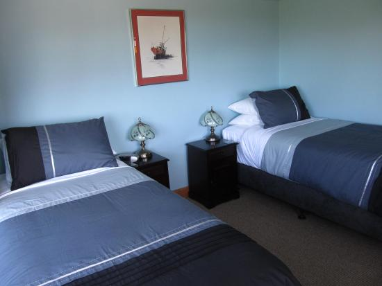 Nikau Lodge: Twin Beds Whale Room