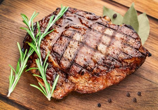 Dixons Creek Cafe Bar & Grill: Char grilled steaks
