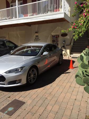 Copper City Inn : Tesla charging station