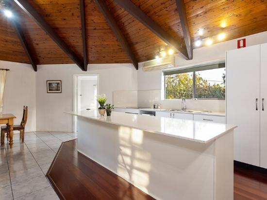 Lovedale Lodge : Carradano kitchen