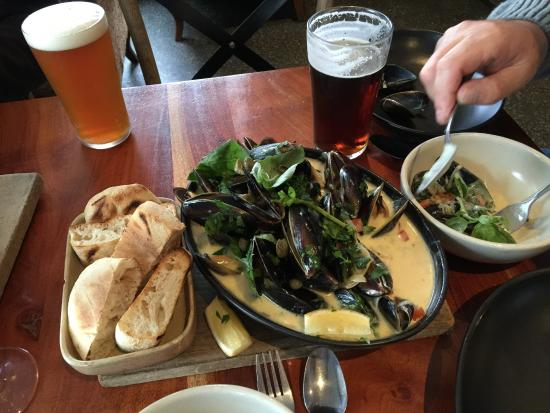 Three Anchors : These were the best mussels I have ever eaten!