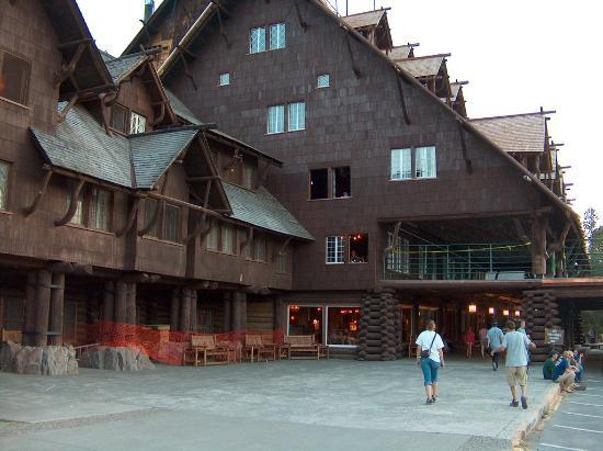Old Faithful Inn exterior