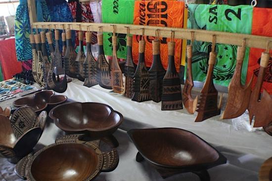 Salelologa Market: lovely artefacts...