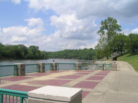 Clarksville, TN: Walk and congregate along the river