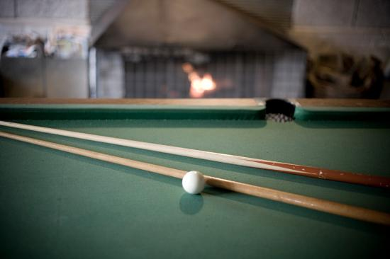 Pinedale Lodge & Apartment: Pool Table