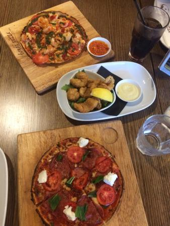 North Ryde, Australia: Salt and pepper squid .. Carlos prawn pizza .. Pepperoni pizza yum