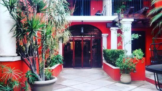 Luz En Yucatan: Courtyard