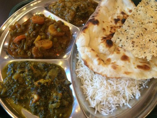 Thali Cuisine Indienne: Vegetarian Thali 9$: spinach, mixed vegetable, eggplant.