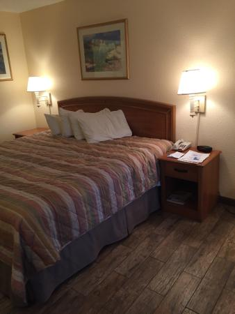 Americas Best Value Inn St. Augustine Beach: I've never seen anything but carpet in hotels and I LOVED these floors!Everything was clean and