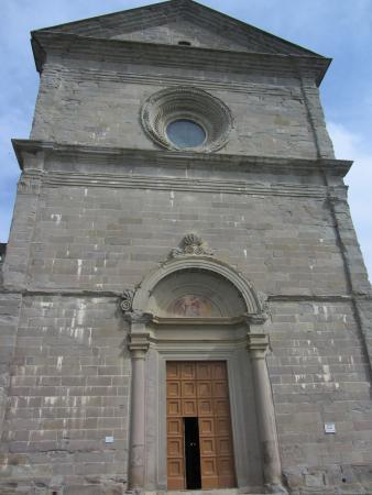 Santa Maria del Calcinaio: La rigorosa facciata