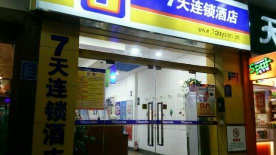 7 Days Inn Guangzhou Qiaoyifa Walking Street Photo