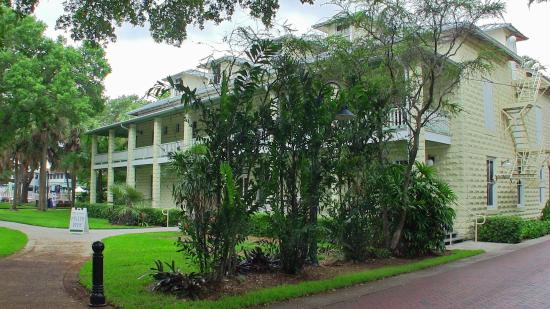 Fort Lauderdale Historical Society: Museum from outside