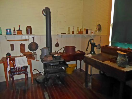 Fort Lauderdale Historical Society & Museum: Old kitchen