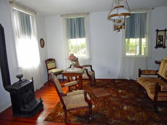 Fort Lauderdale Historical Society & Museum: relaxing living room