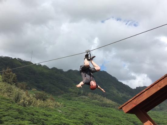 Koloa, Hawaje: Crazy dude from Washington going upside down!