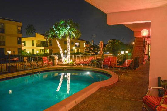 Sea Cliff Resort: Downstairs Pool Patio