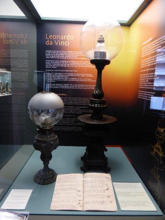 Lumina Domestica - The Lamp Museum : Lamp gebaseerd op ontwerpen van Da Vinci.