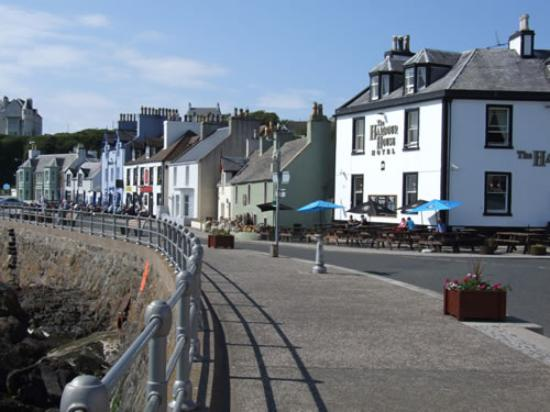Braefield House : The colourful seafront in Portpatrick
