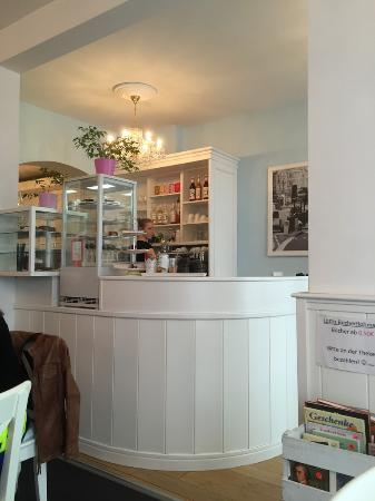 kleine theke picture of cafe lotti munich tripadvisor. Black Bedroom Furniture Sets. Home Design Ideas