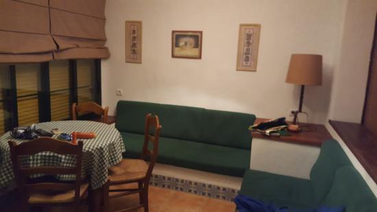 El Roqueo: apartment living room