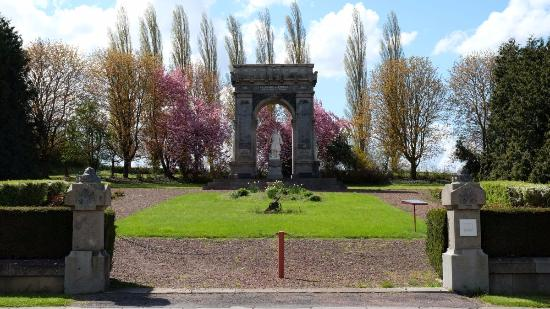 Proyart, France : Overview of the park and the monument