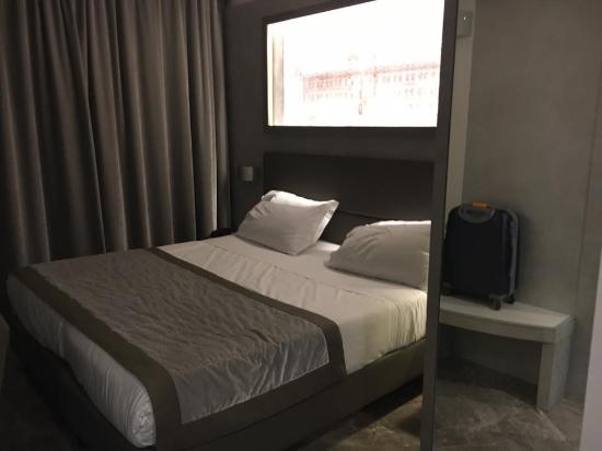 letto king size - Picture of Best Western Premier Milano Palace ...