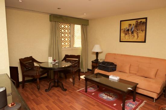 Arabian Courtyard Hotel & Spa: 6th floor Business suite dining area