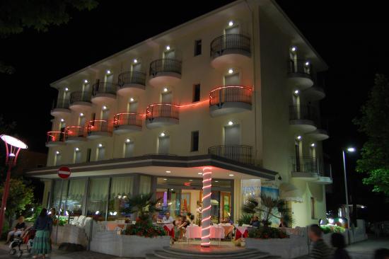 Hotel Villa Gori: Esterno notturno