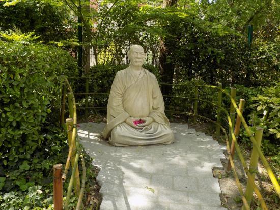 Superieur Jardin Japonais : The Statue Of Buddha