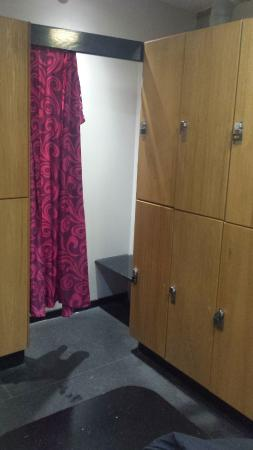 Handforth, UK: Good sized lockers but some tired areas