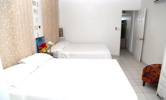 Kokomo Beach Suites: Two queen beds in Queen room