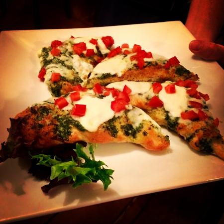 Blue Hill, ME: Pesto tomato flatbread
