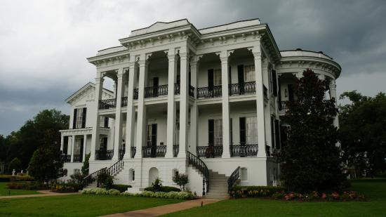 White Castle, LA: What a stunning house