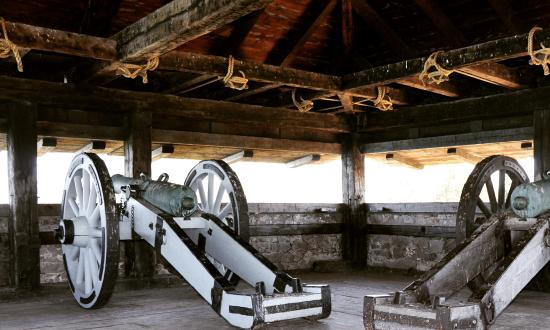 Youngstown, Nowy Jork: Gun battery on upper floor, from inside