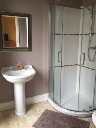 Truro Lodge: En suite bathroom room 1