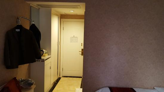 Chuangxing Hotel: 1st room