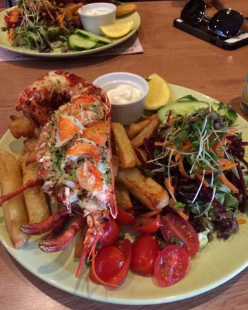West Runton, UK: Amazing food amazing location wonderful staff a must for all!!
