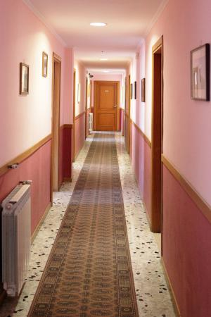 Hotel Linda: Corridoio