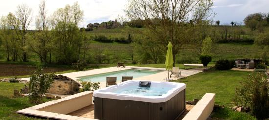 Senouillac, Frankrike: le SPA, la piscine