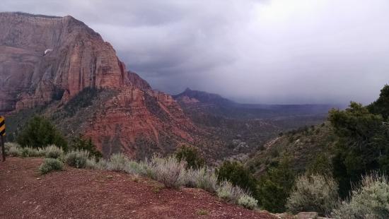 Bullberry Inn B&B: Kolob Canyon overlook in Zion