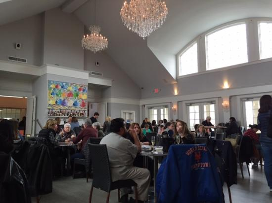 Southold, NY: Main tasting room