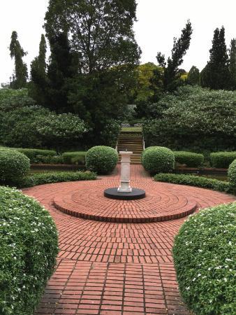 Marvelous Singapore Botanic Gardens: The Sundial Garden Design Ideas