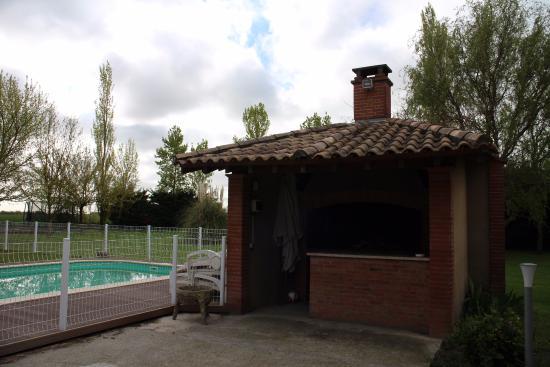 Auterive, Prancis: La piscine et le barbecue...