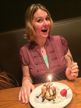 Piggy's: Fun on my birthday! (and the server brought a unplanned dessert!)
