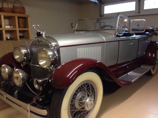 Trinity, Carolina del Norte: Restored Cadillac LaSalle at Linbrook Hall, Linbrook Heritage Estate