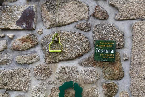 Cossourado, Portugal: sonnez et on vous ouvrira. On accueille les pèlerins de Compostelle