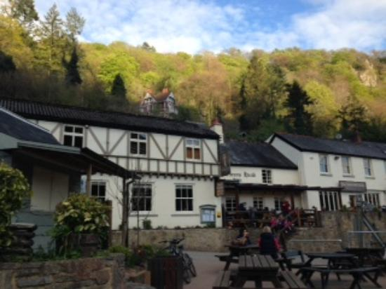 Symonds Yat, UK: The Hotel early morning.  Stunning!