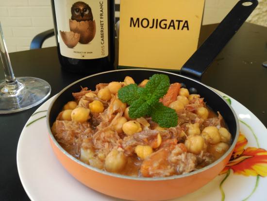 La Mojigata: Garbanzos con rabo de toro y bacon